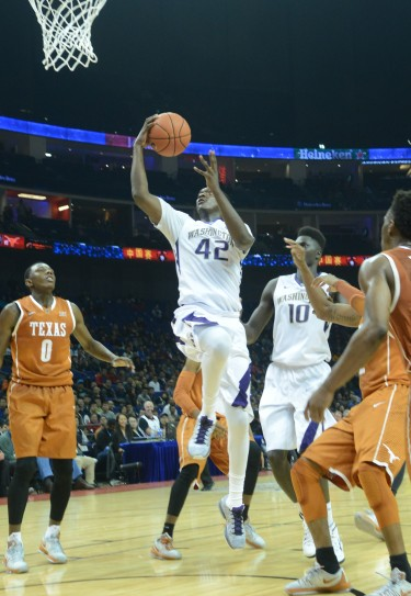 Donaven Dorsey drives for a layup