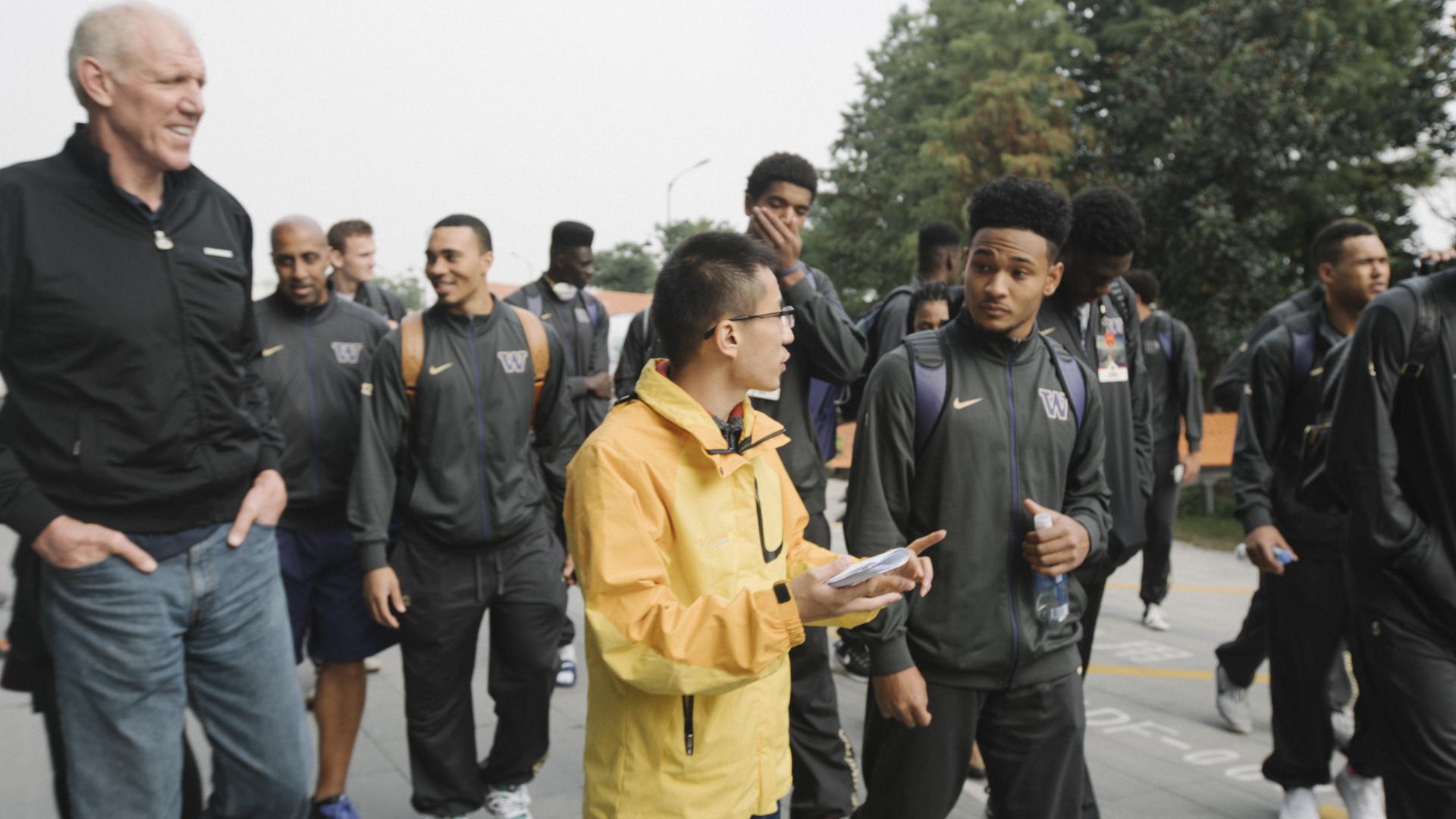 The Washington Husky Men's Basketball team and NBA legend Bill Walton tour the headquarters of Alibaba