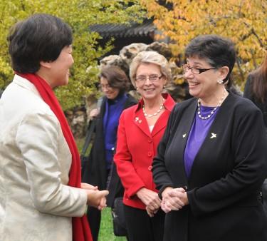 University of Washington President Ana Mari Cauce signs an agreement with Tsinghua University Nov. 9 in Beijing creating an integrated dual degree program through the Global Innovation Exchange (GIX). Dan Schlatter