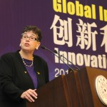 President Cauce gives the keynote address at the Tsinghua University Innovation and Big Data Forum.