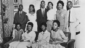 Photo of nine students who integrated Little Rock High School in 1957