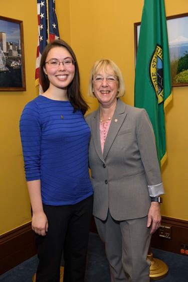 Jasmine Graham shared her research with Senator Patty Murray.