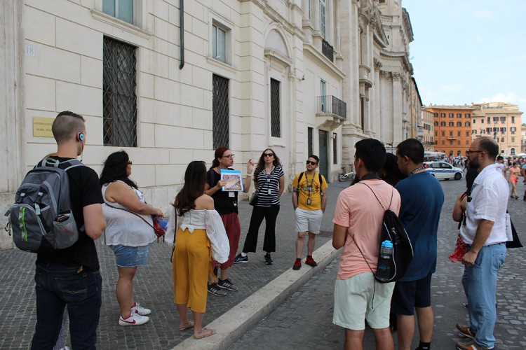 Students taking a tour of the Piazza Navona.