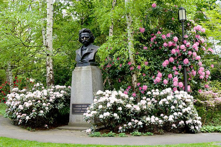 Grieg Garden statue