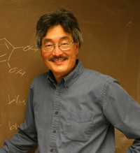 Dr. Shiu-Lok Hu, HIV vaccine researcher at the UW School of Pharmacy