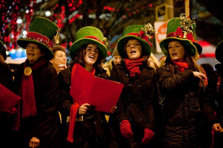 Christmas Caroling Costume.Gettin Figgy Uw Students Go Caroling For A Cause Uw News