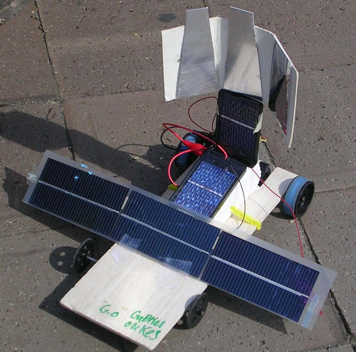 Uw People Programs To Shine At Seattle Science Festival News Solar Cars On Pinterest Powered Car And Children Visiting Expo Day June 2 Will Get Build Race Model