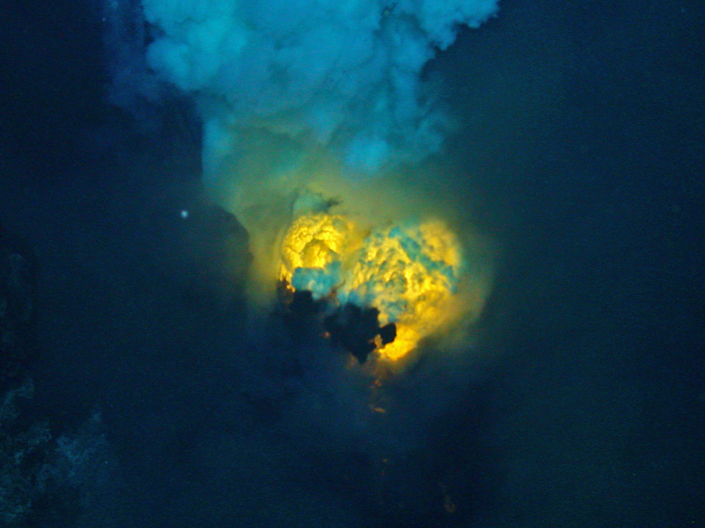 Double magma bubble from undersea volcano