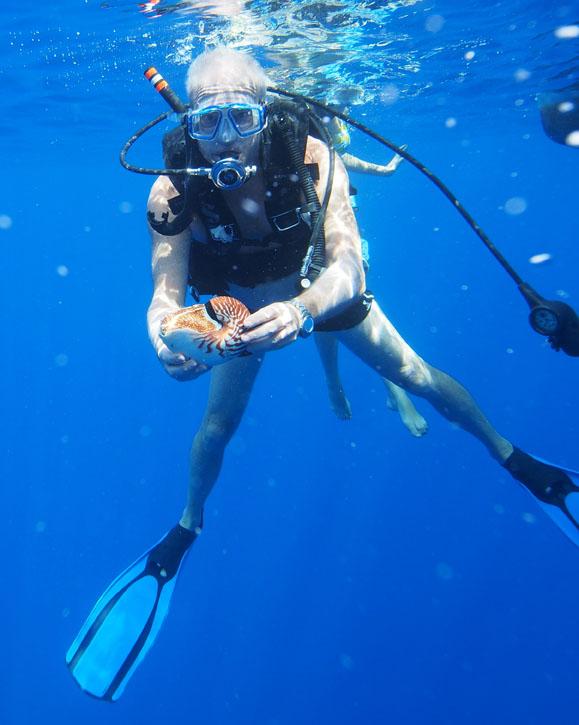 Peter Ward with nautilus off the Samoan coast.