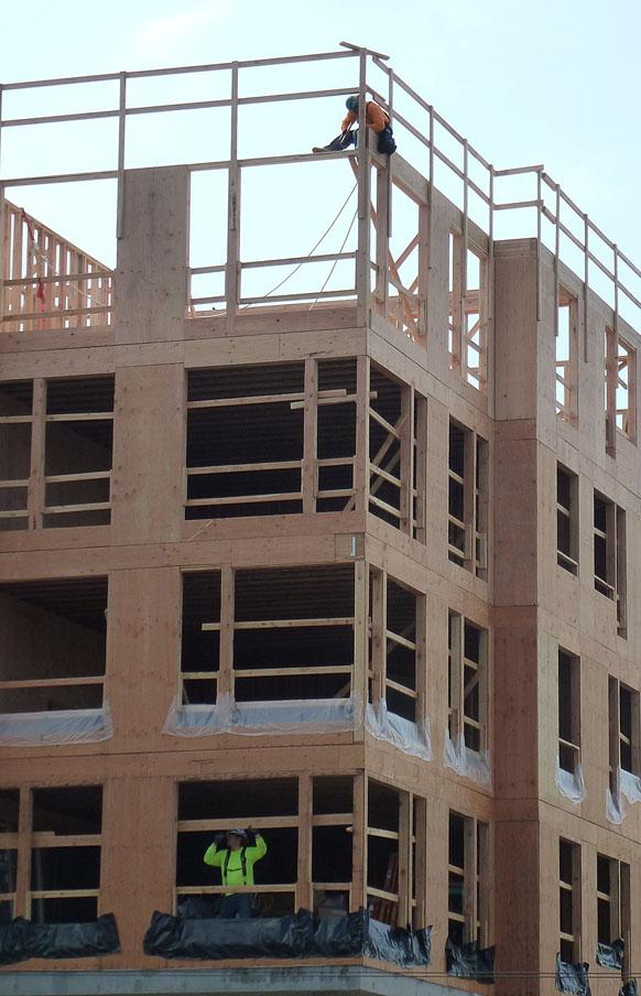 Laborors at work on building Lander Hall at UW.