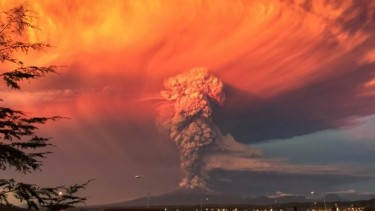 An eruption of the Calbuco Volcano in southern Chile. A team led by the UW's Amit Misra used data from volcanic eruptions on Earth to predict what an Earth-like exoplanet might look like during such eruptions.