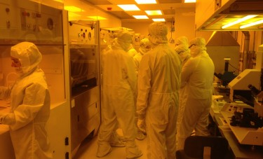Photograph of UW students taking a microfabrication class get hands-on training in cleanroom laboratory techniques at the Washington Nanofabrication Facility.