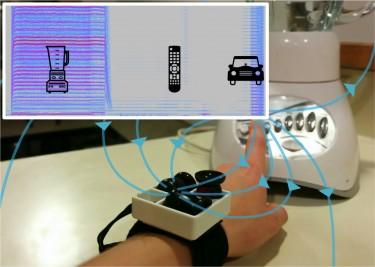 Photo of MagnifiSense device