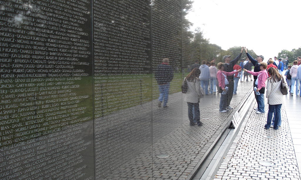 Documents That Changed The World The Vietnam Veterans Memorial 1982 Uw News