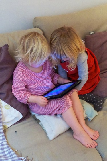 "Young children who were given a ""two-minute warning"" by their parents were more upset when the screen went away."