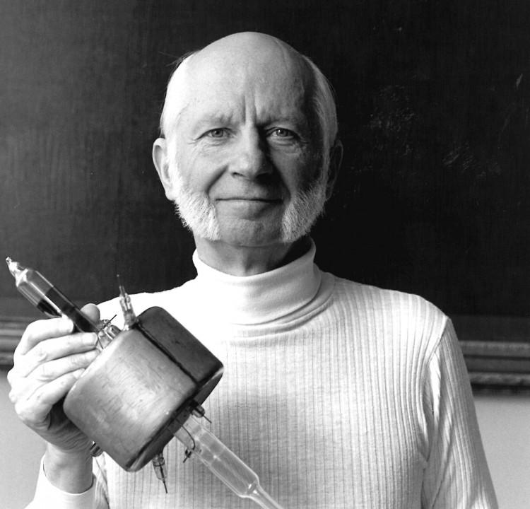 Hans Dehmelt in 1989.