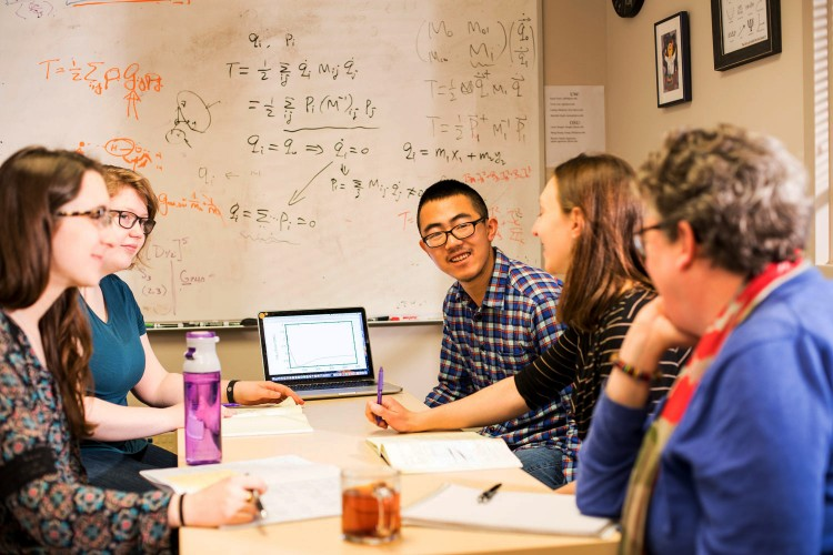 A University of Washington study has found that social dynamics affect student performance on group projects. The more comfortable students are in the group, the better they perform.