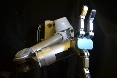photo of robot arm with skin on finger