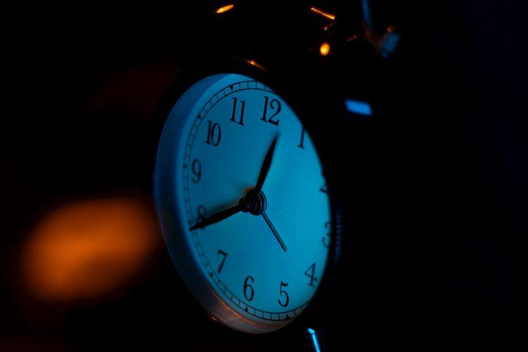 an alarm clock at night