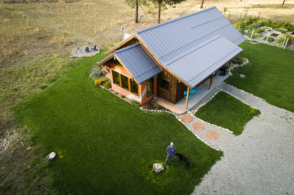 aerial view of a home with green grass surrounding it