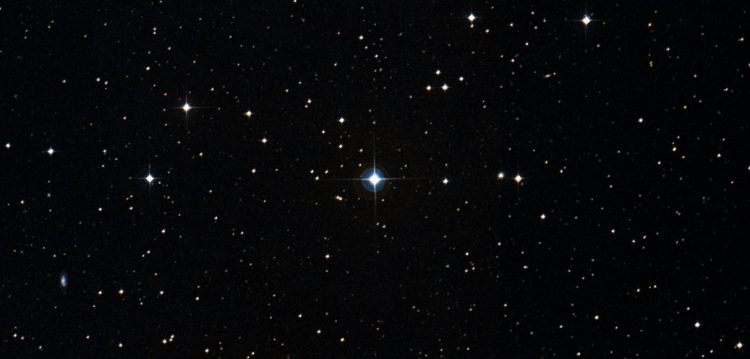 An image of stars in the night sky, showing a particularly bright binary at the center called HS Hydra.