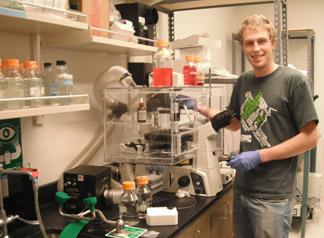 Mark Lisowski working in lab