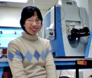 Joanne Hsu in lab
