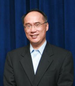 A headshot of Kung-Yee Liang