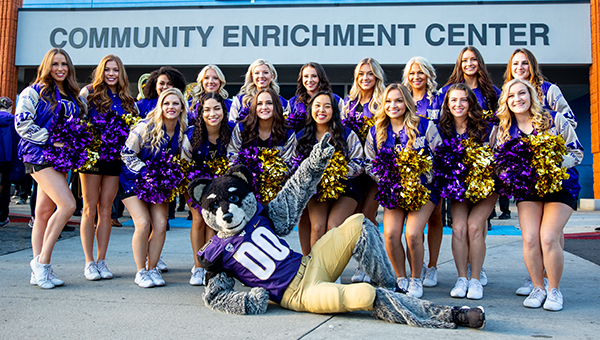 UW Cheerleaders and Mascot