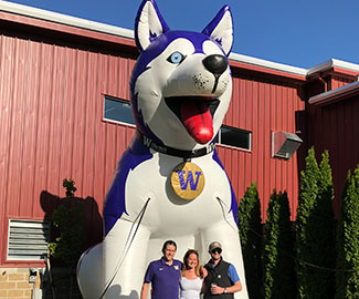 Huskies in Yakima