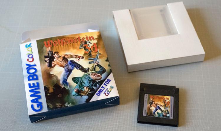 Wolfenstein 3D en Game Boy Color con cartucho potenciado