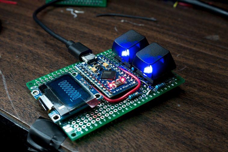 Construye tu propio teclado binario de dos teclas