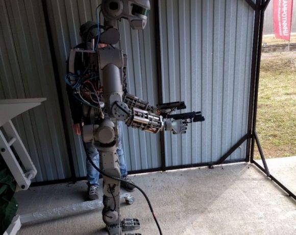 FEDOR, el Terminator ruso que dispara con ambas manos