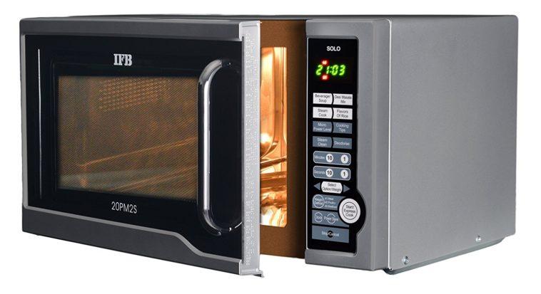 Qué sucede si pones un horno de microondas dentro de otro horno de microondas (entre otras cosas)