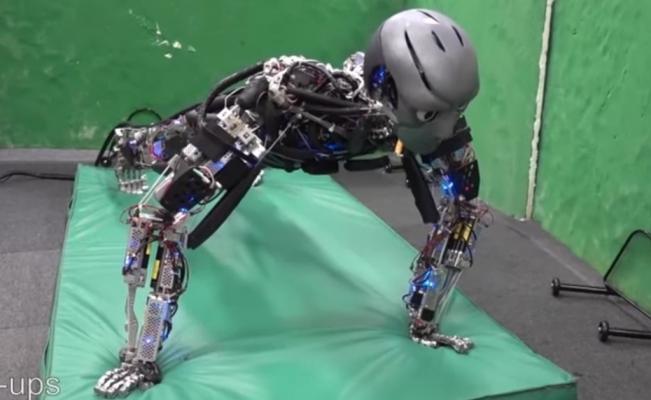 Conoce a Kengoro, el robot humanoide que hace ejercicio y suda