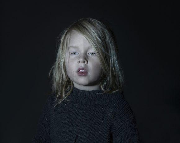 Idiot Box: Retratos de niños hipnotizados por la caja boba