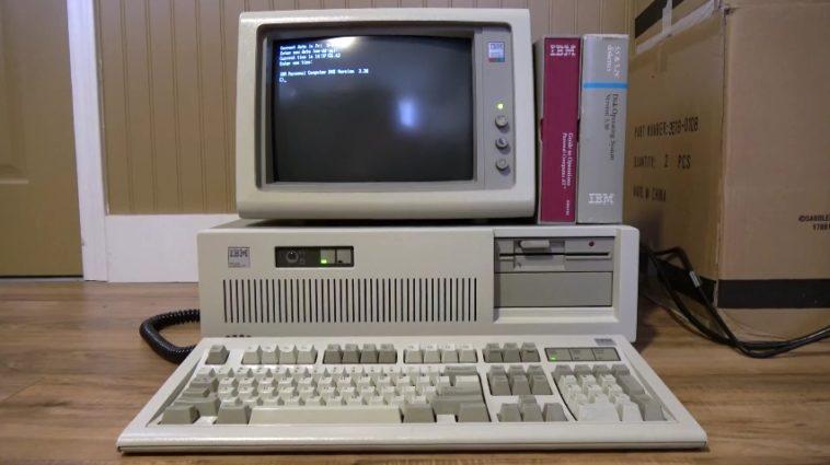 Usando un ordenador IBM AT de 29 años por primera vez