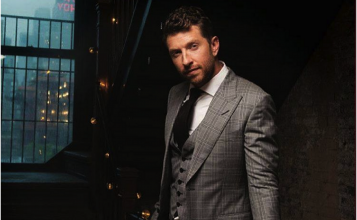 Brett Eldredge Exclusive Interview With CEEK VR!