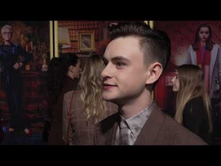 """Jaeden Lieberher cool answers at the """"Knives Out"""" red carpet"""