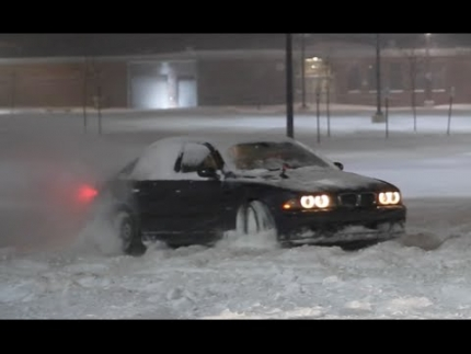 E39 BMW M5 Drifts Through FEET of SNOW!