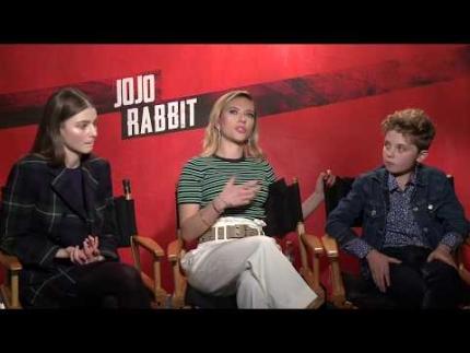 """JOJO RABBITT"" Thomasin McKenzie, Scarlett Johansson & Roman Griffin Davis"