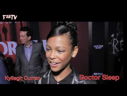 "Kyliegh Curran looks stunning at the ""Doctor Sleep"" red carpet"