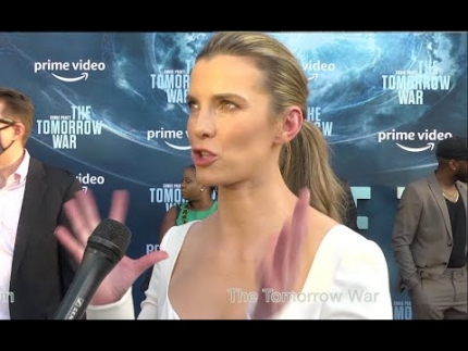 """Betty Gilpin lights up the red carpet at """"The Tomorrow War"""" premiere"""