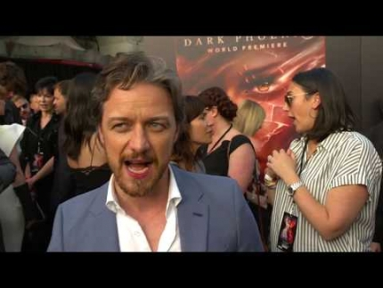 "James Mcavoy shows up at the ""DARK PHOENIX""  red carpet"