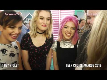 WINNERS!!! 'HEY VIOLET' on the teal carpet at Teen Choice Awards 2016 FabulousTV