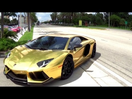 The World\'s Best Supercars Lamborghini Aventador VS Murcielago VS...