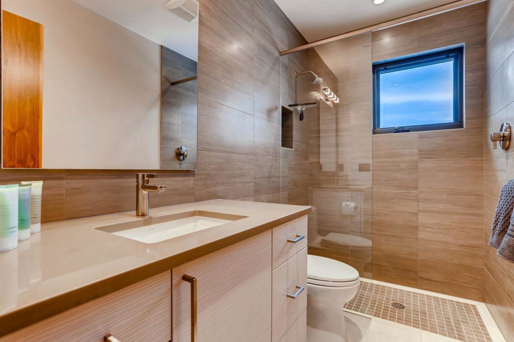 real estate image of bathroom in mountain home
