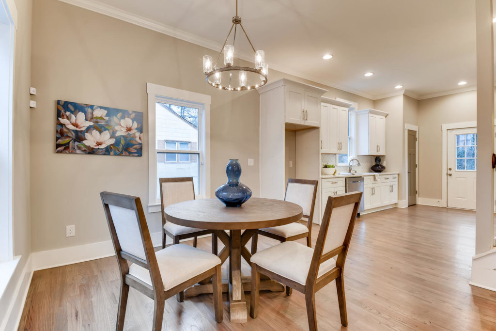 Real estate picture of the dining room with round table