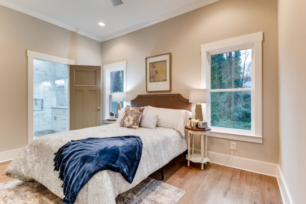 Real estate list of the bedroom with blue ceiling