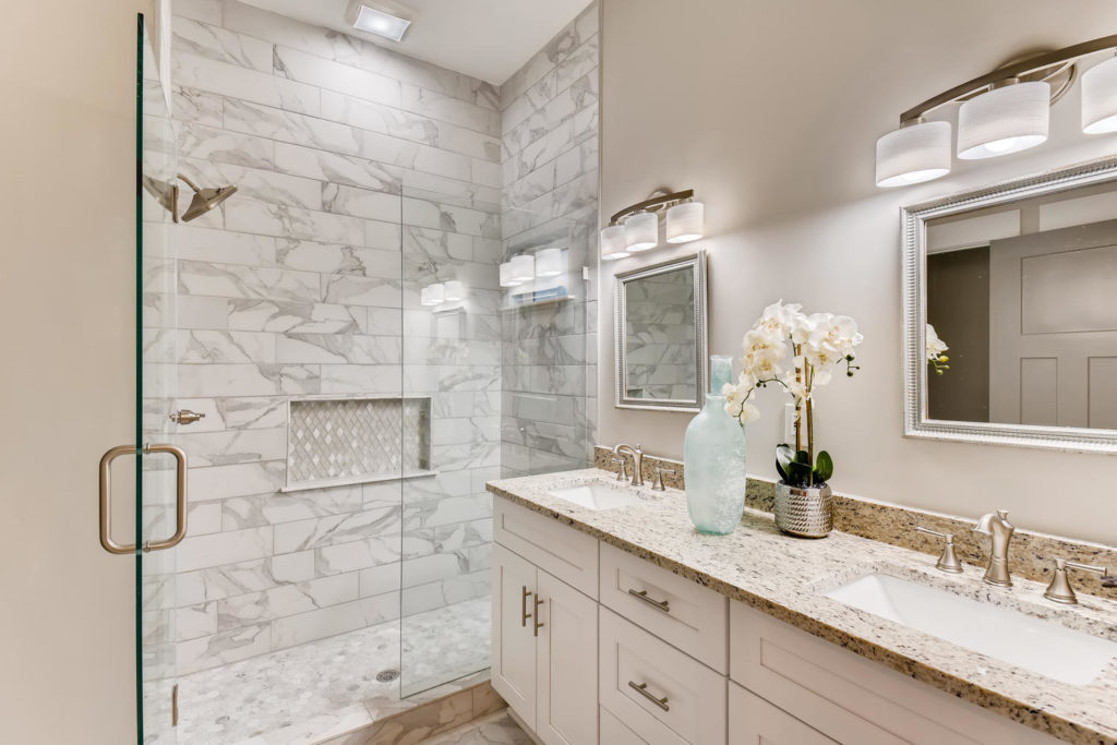 Real estate picture of the bathroom with gray and white tiled shower
